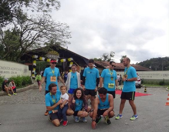 Equipe Sola&Mente após a chegada com seu mascote, o Batati!
